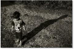 """""""Mede a altura do teu esprito... (Fabiana Velso) Tags: luz sombra explore criana filho filhote menino pequeno duetos fabianavelso"""