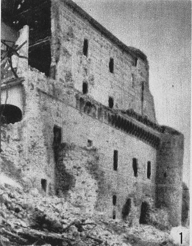 Daños ocasionados por las minas explosionadas bajo el Alcázar de Toledo el 18 de agosto de 1936.