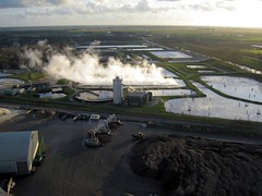 Beet root sugar refining factory, Vierverlaten, Netherlands (KAPturer) Tags: kite holland netherlands dutch nederland aerial fromabove steam sugar beets kap groningen beet birdseyeview vapour vapor kiteaerialphotography luchtfoto fabriek csm plume vanboven vlieger sugarfactory vogelvlucht suikerfabriek vapeur hoogkerk suiker bieten bietencampagne hoendiep vliegerfoto canonixus850is vierverlaten vloeivelden kapturer