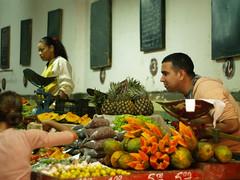 El frutero (trecemascaras) Tags: cuba colores fruta frutero lahabana frutera