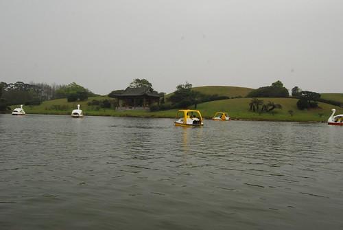 很大的一個湖