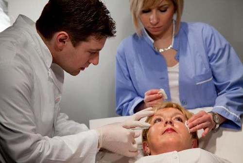 Dr. Toncic Botox procedure in Cosmetic surgery Clinic