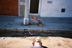 Getting an Eggleston-esque moment... (susan catherine) Tags: alex tricycle chain xa locked venicestreetfestival disgartedglove