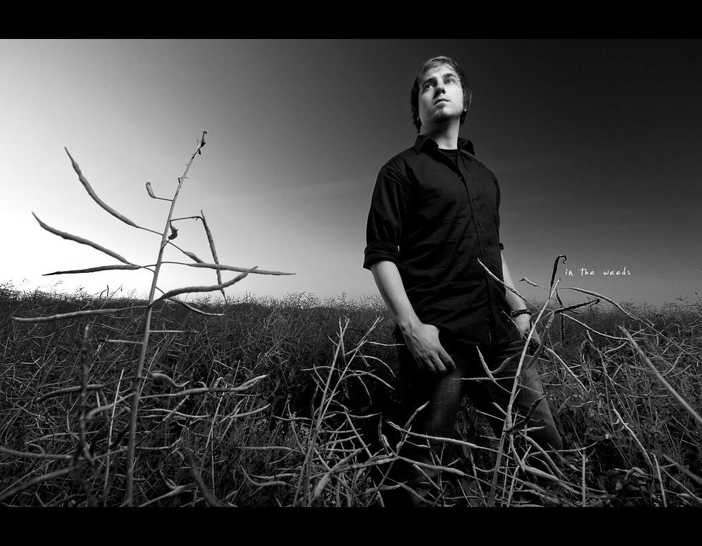 Project 365, Day 325, 325/365, Self Portrait, Strobist, wide angle, weed, sunpak 120J, black and white, B&W, portrait, porträt, field, Canon Ef-S 10-22 f3.5-4.5,