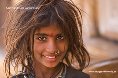 Girl from Kiakar Colony (Lars-Gunnar Svrd) Tags: street india girl kid women jaisalmer rajasthan streetkid 10faves aplusphoto 50millionmissing theunforgettablepictures kiakarcolony