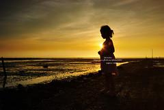 西港海邊 (bibi.barbie) Tags: sunset taiwan silhouettes 夕陽 剪影 璇璇 supershot d80 fineartphotos golddragon mywinners nikond80 platinumphoto betterthangood theperfectphotographer 彰化西港 bibibarbie nikonafsdxed18~70mmf35~56g
