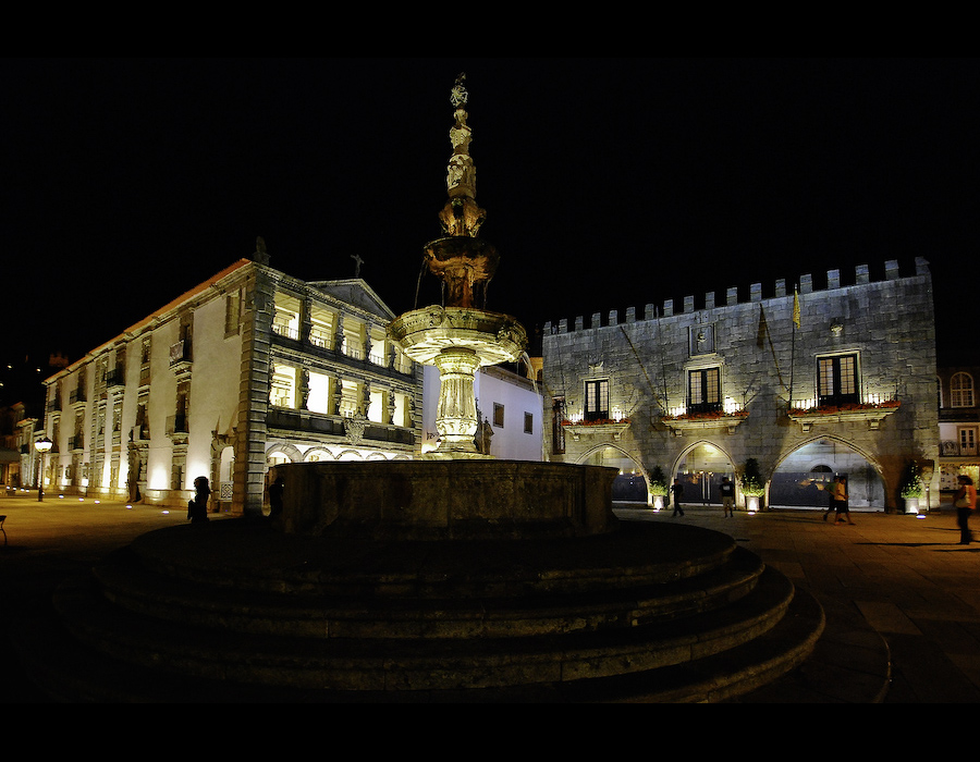 Praça da República em Viana do Castelo à noite