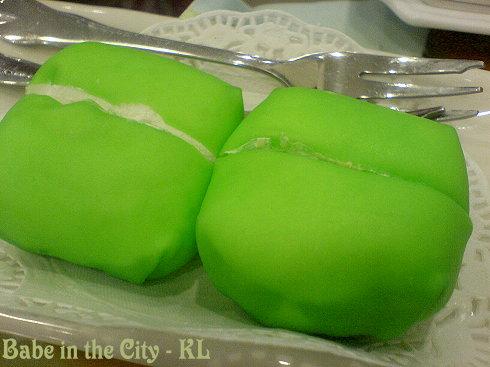 HK - durian crepe