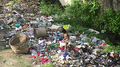 My Last Photo Before Leaving Dhaka (uncultured) Tags: poverty trash kid child digging poor dhaka bangladesh diggingthroughtrash
