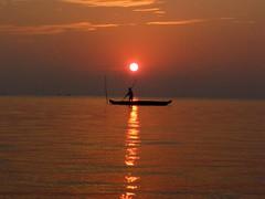 215Sunrise (saragrahi) Tags: india lake nature water houseboat kerala cochin munnar periyar vembanad allepey kumarakam madupatty