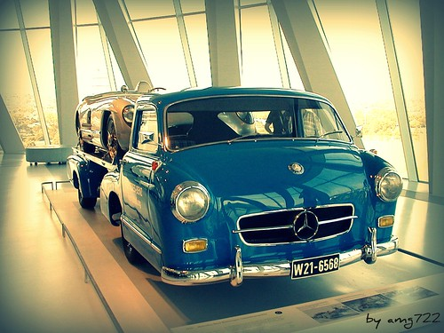 Mercedes Racetransporter replica with a 300SLR (by Photo T-Low amg722)