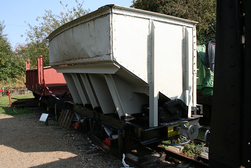 Side discharge wagon