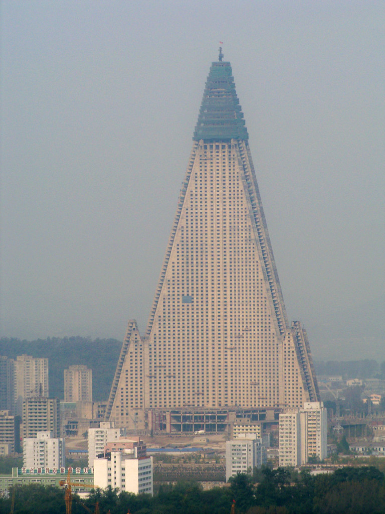 Ryugyong hotel construction resumes after 16 year hiatus 2945631278_e5dc9ed84b_b
