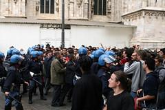 Polizia Infame!! (FaAbiu) Tags: milano polizia no133 legge133