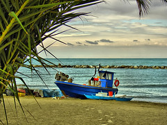 (Angelo Losanno) Tags: sea sky holiday beach boat barca mare ship sony angelo pesca soe celo spiaggia hdr vacanze dscv1 abigfave anawesomeshot alfacentauri angelolosanno losanno