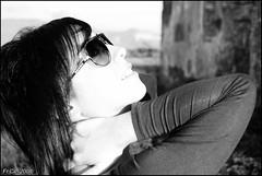 Valentina (^^^Valentina Zama^^^) Tags: portrait bw muro girl countryside model nikon mani occhi sguardo campagna tuscany toscana sole autunno ritratto cortona luce viso ragazza occhiali arezzo casale abbandonato modella leopoldino valdichiana d80
