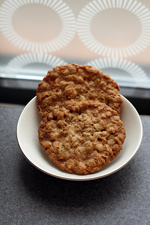 Pittsburgh Needs Eated.: Salty Thin and Crispy Oatmeal Cookies
