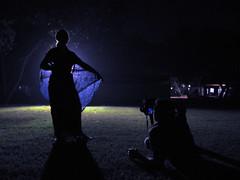 wearing saree (carciofocontento) Tags: india indiana paparazzi saree fotografo sfilata vestiti fascino tradizione cutlura diversi provare