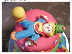 Circus cake (close-up) 2 (Dragonfly Doces) Tags: cake colorful circo circus clown pasta americana bolo japo bolos palhao fondant colorido gumpaste