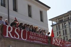 biblioteca (sarasx) Tags: pordenone sciopero cgil fiom scioperogenerale fillea 6maggio2011