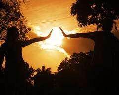 Solo el sol está entre ustedes (Shadowargel) Tags: luz