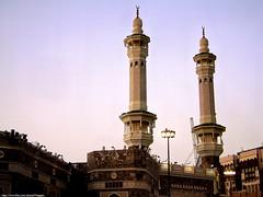 Minaret of Masjid al-Haram (المسجد الحرام) (Waseef Akhtar) Tags: sunlight evening minaret sony saudiarabia mecca makkah ksa masjidalharam sonydscs650