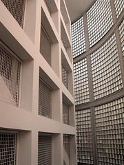 Colegio Pblico Rep. del Brasil. Madrid. Usera (javier1949) Tags: madrid stairs arquitectura interior escalera escaleras usera peldaos campobaeza colegiopblicorepblicadelbrasil