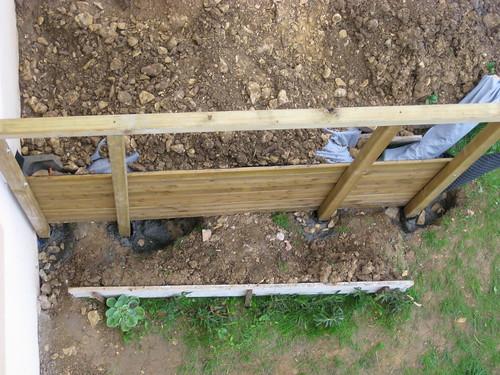 Soutenement en bois, on vera si ca tient ) Au jardin, forum de jardinage # Mur De Soutenement En Rondin De Bois