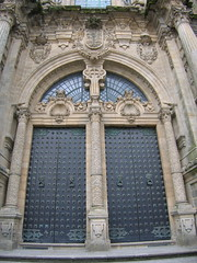 "Santiago Cathedral Door • <a style=""font-size:0.8em;"" href=""http://www.flickr.com/photos/48277923@N00/2626403602/"" target=""_blank"">View on Flickr</a>"