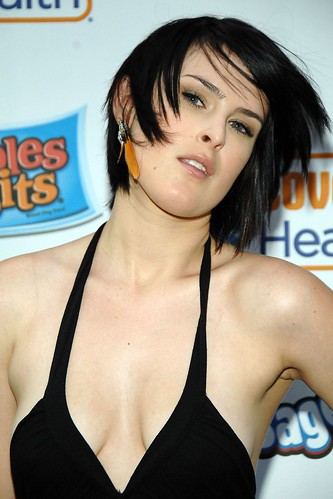rumer-willis-cleavage-25