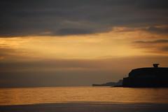 AMANECER DORADO SOBRE GIJON (javierespadas) Tags: amanecer gijon chillida lacalzada elogioalhorizonte playadelarbeyal