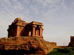 On the Rocks !!!! (Grey Skull) Tags: temples karnataka badami chalukya aihole pattadakal
