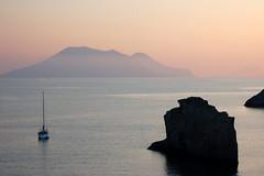 Coucher de Soleil depuis Panarea01 (Matthieu DEVILLE) Tags: ocean sea nature rose d50 landscape boat twilight nikon crpuscule italie les panarea eoliennes