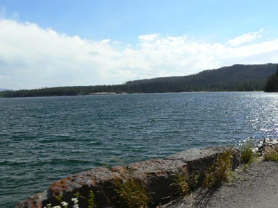 lac de Yellowstone.jpg