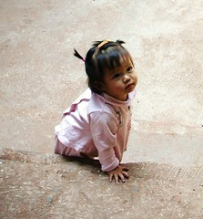 Laos - Ssser Fratz bei Luang-Prabang ,  248 (roba66) Tags: girls cute girl river children kid child kind laos fluss sss mdchen mekong luangprabang flsse prinzessin earthasia memorycornerportraits mbpictures