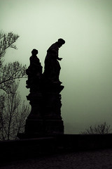 Myst indetermination (two) (Peiboliche) Tags: trip bridge fog geotagged shadows erasmus praha praga charlesbridge myst staremesto contorno geo:lat=50086349 geo:lon=14412349