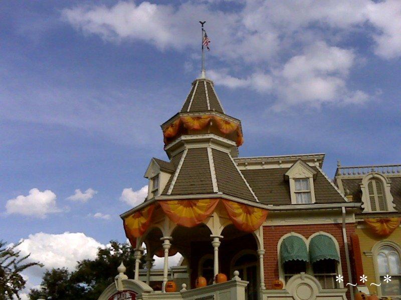 IMG01067-Disney-Main-Street-Halloween-decorations-Magic-Kingdom