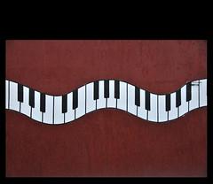 th wll (zelnunes) Tags: keyboard curves piano soe nunes zel artcafe mouseion zelnunes allinallwerejustanotherkeyinthewall