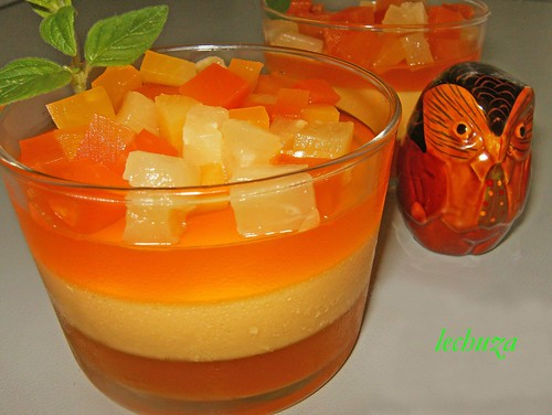 Bavarois de mango-copa cerca