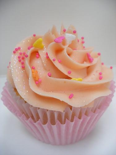 Pink Swirl Cupcake by neviepiecakes.