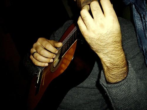 Pensavo è bello che dove finiscono le mie dita debba in qualche modo cominciare una chitarra.