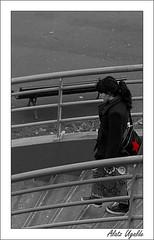 Redstar Girl (Soniko   Kaleko Begiak) Tags: red woman white black girl puente star mujer nikon pretty chica natural andrea country bilbao stolen nena menina guapa fille pays bizkaia basque estrella vasco euskadi mdchen beatiful vizcaya meisje bilbo escaleras bolso pais deusto baskenland kukuxumuxu redstar euskalduna euskal herria vasca neska robado 18200vr deustu d80 chiqueta