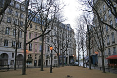 Place Dauphine - Paris (France) (Meteorry) Tags: autumn paris france statue automne square europe 2008 dauphine pontneuf ledelacit henriiv meteorry placedauphine