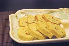 Egg Japanese style (Otomodachi) Tags: food cooking ceramic japanese egg plate diner meal bord eten ei preparing prepared japans keramiek koken avondeten voedsel voorbereiding voorbereiden eirolletjes