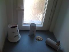 IMG_0033 (HAPPYHO) Tags: danger scary keks toiletpaper gefahr bumf hau drastic bedrohlich klopapierrolle