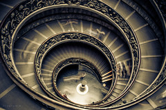 Scale a chiocciola (Breno Peck) Tags: vatican scale momo stairway vaticano staircase peck doublehelix breno giuseppe escadas chiocciola escadaria museivaticani arroba vaticanmuseums brenopeck duplahlice museusdovaticano