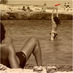 Hot Sun/11 - Frisbee Girl (Osvaldo_Zoom) Tags: red summer sun hot beach girl frisbee toned
