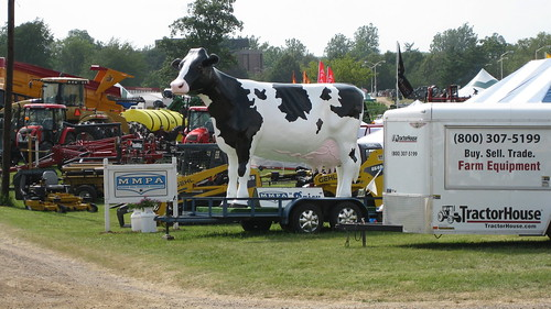 Michigan- Ag Expo Giant Cow