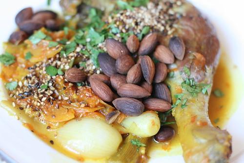 Tajine de canard au pamplemousse confit & amande grillées