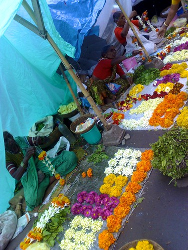 Flower market in central Pune by olofw.